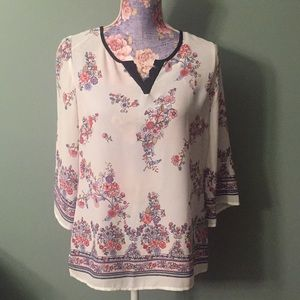 Stitch Fix Skies are Blue small white floral top